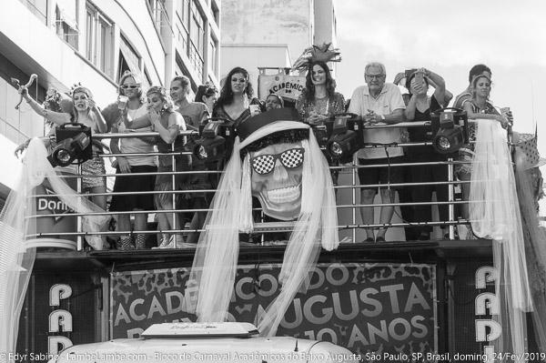 Bloco de Carnaval Acadêmicos do Baixo Augusta, Que País é Ess
